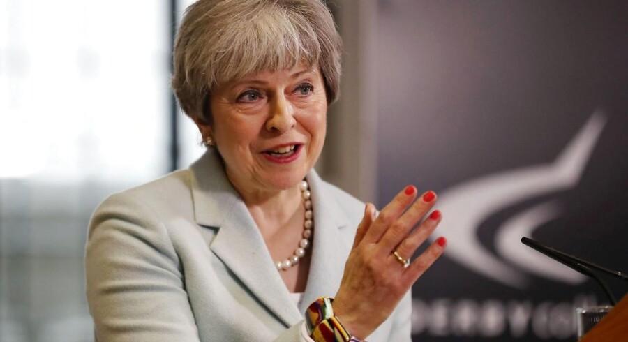 Theresa May siger, at teksten i EU's udkast til exit-aftale ville underminere den britiske forfatning.