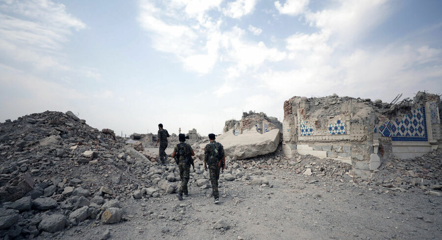 Fighters from Syrian Democratic Forces (SDF) stand near destroyed Uwais al-Qarni shrine in Raqqa, Syria September 16, 2017. REUTERS/Rodi Said