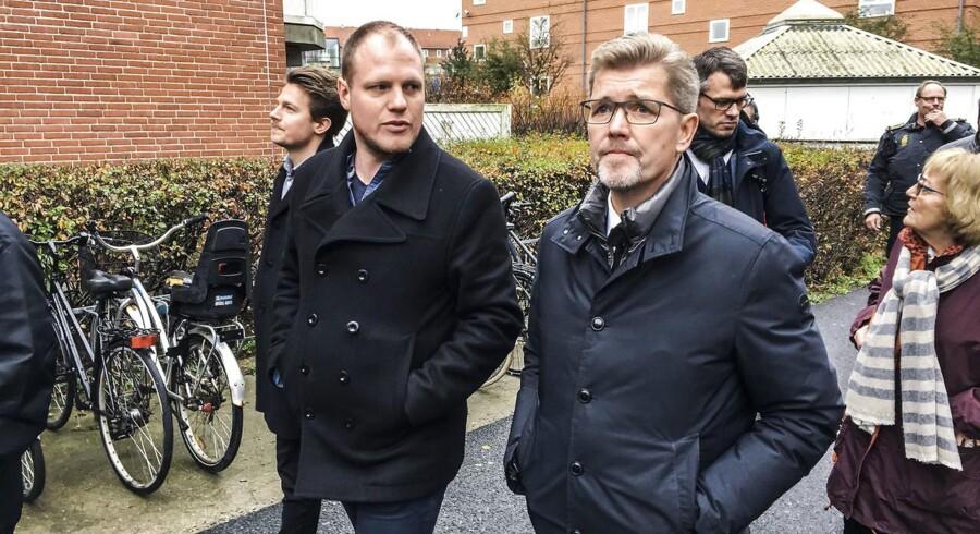 Frank Jensen besøgte onsdag formiddag gerningstedet for et skyderi, som tirsdag aften kostede en 30-årig mand livet. Skyderiet fandt sted på Tagensvej, hvor Berlingske spurgte overborgmesteren, hvordan han har tænkt sig at sætte »hårdt« ind mod konflikten.