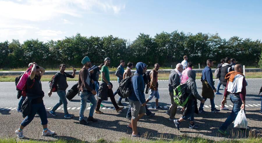 ARKIVFOTO af flygtninge på motorvejen nord for Padborg d. 9. september 2015. En fotograf fra Politiken hives nu i retten, efter at han 9. september sidste år valgte at ignorere politiets anvisninger på den Sønderjyske Motorvej.