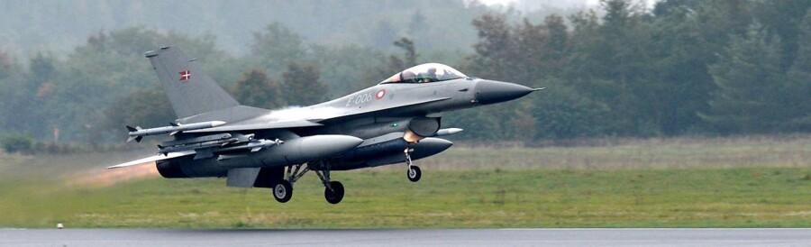 Arkivfoto: Claus Fisker/Scanpix 2014. Dansk F-16-kampfly letter.