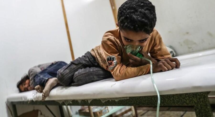 To børn modtager behandling efter gasangrebet