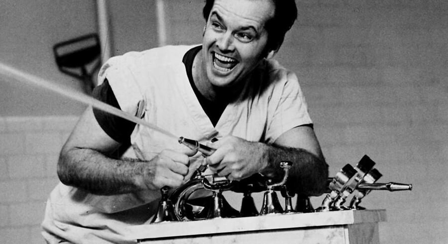 Filmen'Gøgereden' (One flew over the Cuckoo's nest) med Jack Nicholson i hovedrollen fra 1975 har været med til at skabe frygt for en behandling, elektrochok, som ellers kunne forebygge et stort antal selvmord, mener danske psykiatere. Ny undersøgelse gør op med myten om, at det skulle være en farlig behandling..