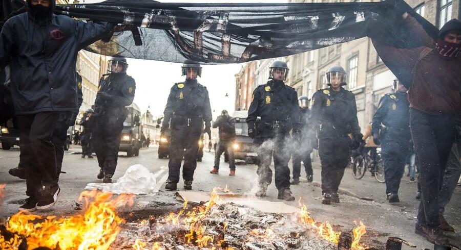 Lørdag d. 3. december 2016 demonstrerede Pegida på Nørrebro i København. I den forbindelse var der en gruppe som dannede en anti-Pegida demonstration. (Foto: Ólafur Steinar Gestsson/Scanpix 2016)