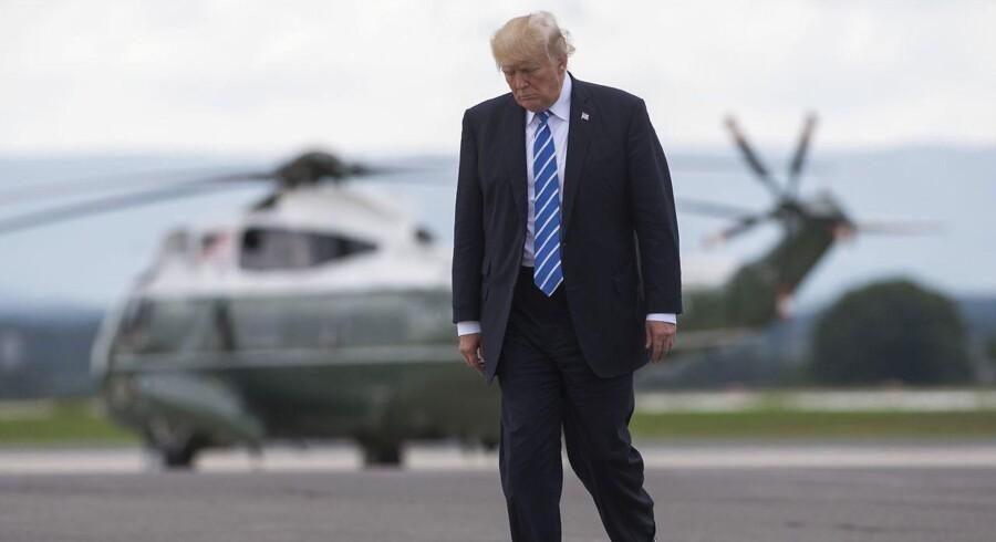 Donald Trump har efter et stort pres valgt at melde fra til den årlige prisuddeling, Kennedy Center Honors. / AFP PHOTO / SAUL LOEB