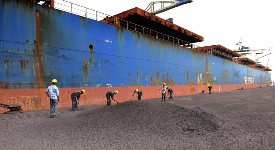 Shippingindustrien fortsætter med at sælge fragtskibe til manuel ophugning på strande i for eksempel Alang i Indien
