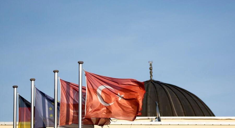 Ti tyrkiske imamer har forladt Tyskland efter spionageanklager. Imamerne har viderebragt oplysninger om Erdogans modstandere i Tyskland.