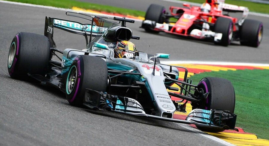 Mercedes' British driver Lewis Hamilton competes to win ahead of Ferrari's German driver Sebastian Vettel during the Belgian Formula One Grand Prix at the Spa-Francorchamps circuit in Spa on August 27, 2017. / AFP PHOTO / Emmanuel DUNAND