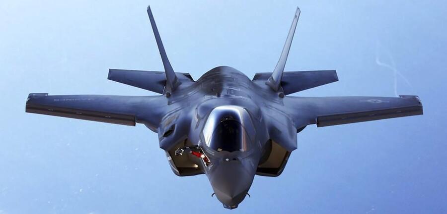 Helt fra begyndelsen af opløbet om det næste kampfly har Lockheed Martins Joint Strike Fighter været klar favorit.