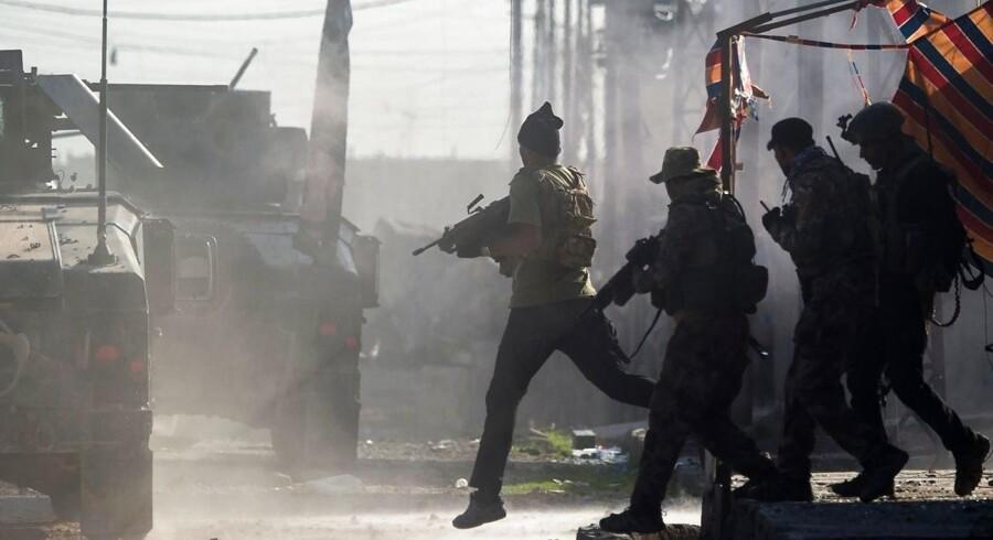 Irakiske specialstyrker i kamp under slaget om Mosul.