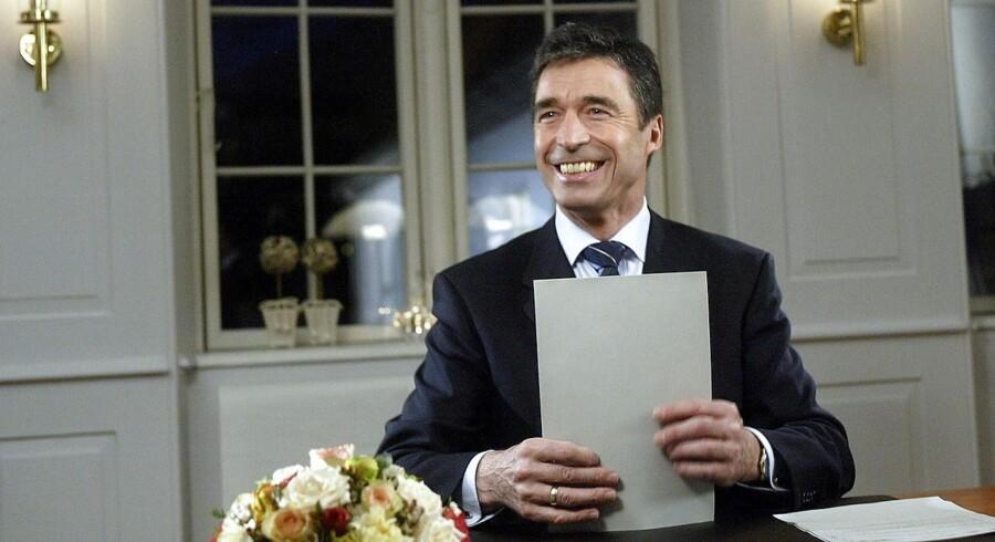 Statsminister Anders Fogh Rasmussen gør klar til at holde sin nytårstale på Marienborg 30. december 2003.