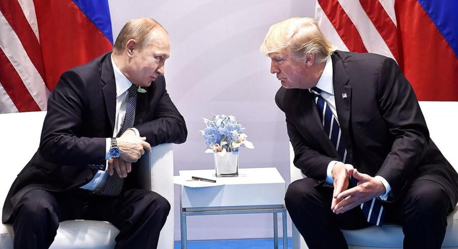 Først hed det sig, at Donald Trump pressede Vlamidir Putin på spørgsmålet om Ruslands indblanding i det amerikanske valg under deres møde under G20 forleden i Hamborg. Nu meddeler Trump, at de har har drøftet at nedsætte et fælles udvalg for at bekæmpe hacking af valg - noget som udløser hovedrysten i den amerikanske præsidents eget parti.