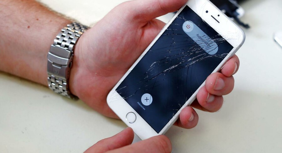 Hvis man havde sendt sin iPhone til reparation hos andre end Apple, sørgede en Apple-softwareopdatering for, at ens telefon blev tvangslukket, og Apple frasagde sig at ville reparere den gratis. Arkivfoto: Michaela Rehle, Reuters/Scanpix