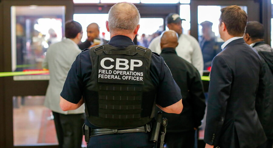 epa05760533 A Customs and Border Protection (CBP) federal officer watches from inside the terminal during a protest at Hartsfield-Jackson Atlanta International Airport after new immigration policies enacted by US President Donald Trump in Atlanta, Georgia, USA, 29 January 2017. A Federal judge in New York issued an emergency stay for parts of Trump's executive order affecting US-bound travelers from seven predominantly Muslim countries. EPA/ERIK S. LESSER