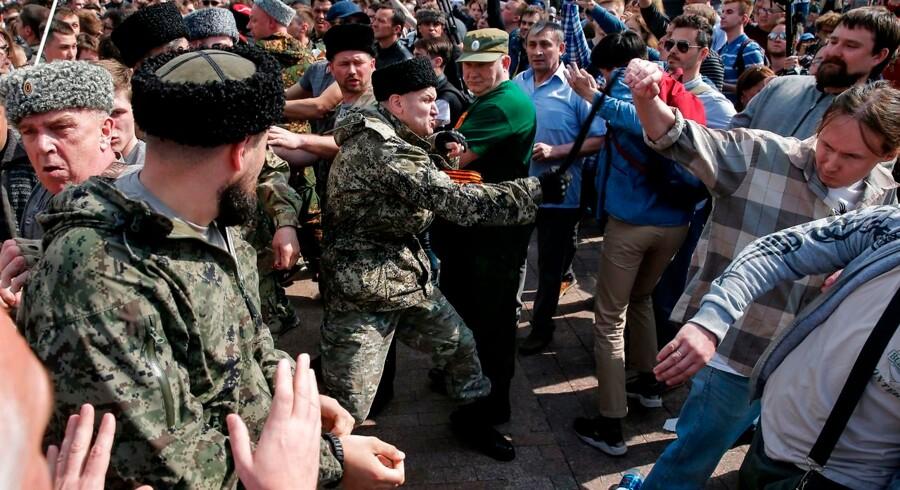 Oppositionen i Rusland beskylder magthaverne for at bruge kosakker som tæskehold under en demonstration mod Vladimir Putin i lørdags. Kosakker får også sikkerhedsopgaver under VM i fodbold.