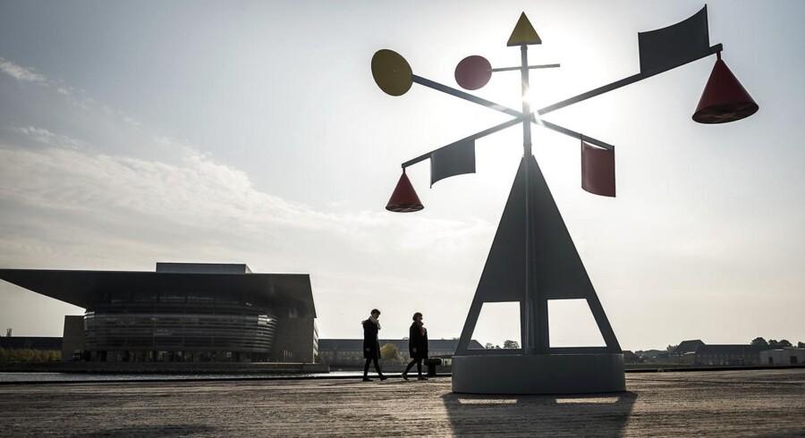 Lydskulpturen »Vindspejlet« på Ofelia Plads spejler havnens lys og lyd, nutid og historie.