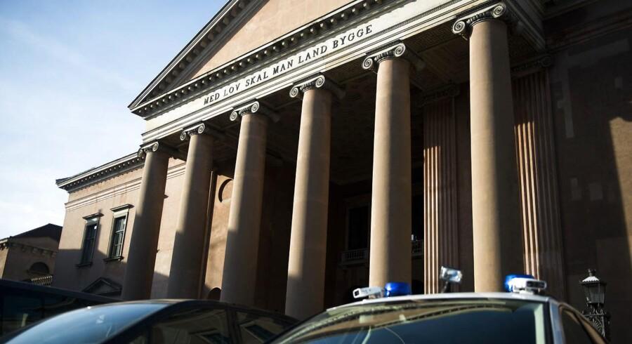En psykisk syg mand er blevet sat på fri fod af en dommer i Københavns Byret, fordi Kriminalforsorgen ikke har kunnet finde en plads til ham på en lukket psykiatrisk afdeling.