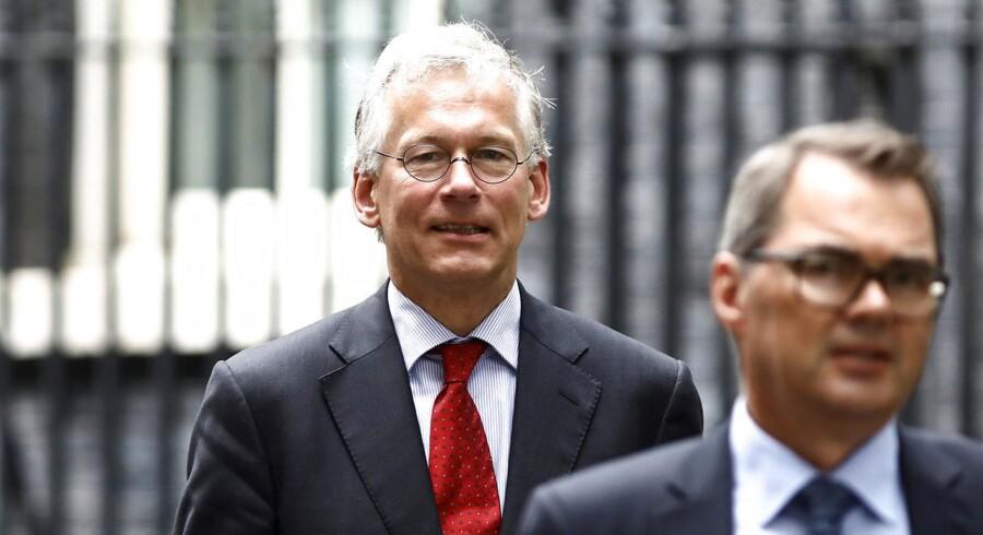 Philips' topchef, Frans van Houten (bagest), var i maj på besøg på den britiske premierminister i Downing Street i det centrale London for at understrege alvoren, hvis ikke briterne får landet en ordentlig aftale med EU. Arkivfoto: Simon Dawson, Reuters/Scanpix