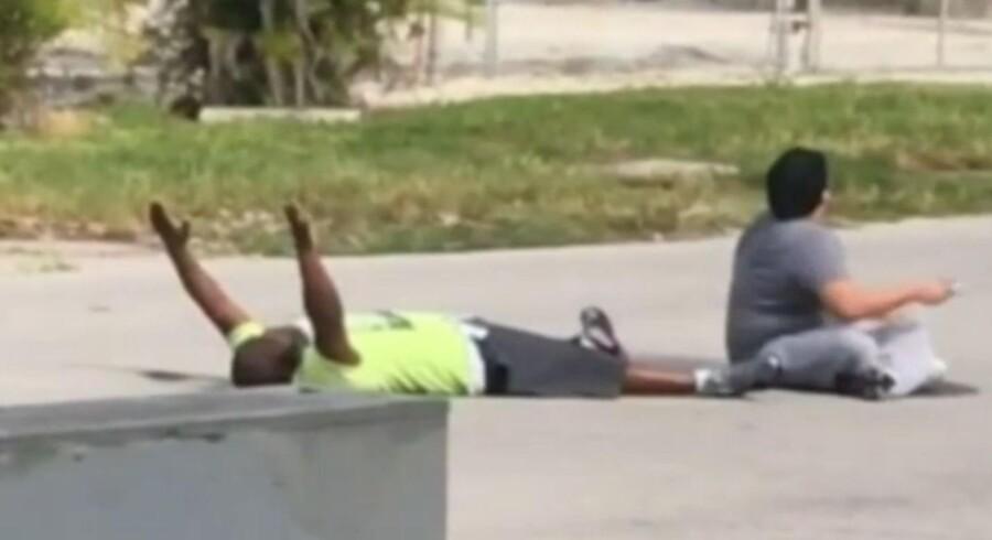 Mandag blev endnu en sort mand skudt af det amerikanske politi - angiveligt uden grund.
