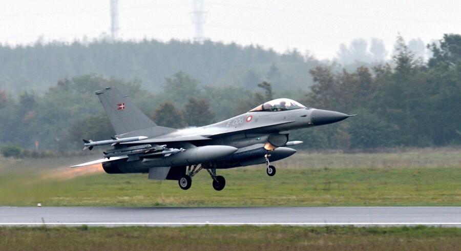 Fire danske F-16 kampfly skal deltage i såkaldt Air Policing i Baltikum. Målet er at hjælpe de baltiske lande med at håndhæve deres suverænitet i luftrummet. Fredag får piloterne besøg af statsminister Lars Løkke Rasmussen (V) i Skrydstrup. Scanpix/Claus Fisker