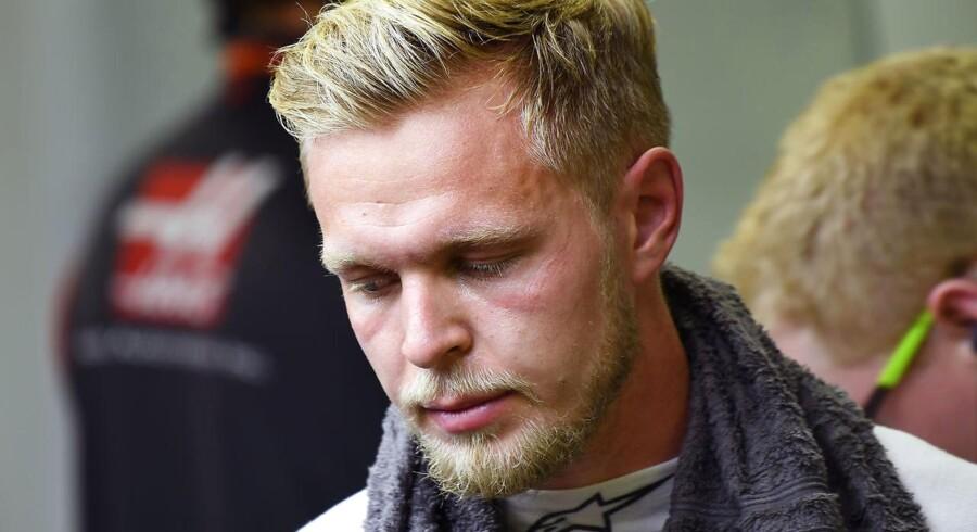 Den danske Formel 1-kører Kevin Magnussen udgår af grandprixet i Singapore med cirka ti minutter tilbage af løbet. Danskeren lå nummer 12, da han udgik.