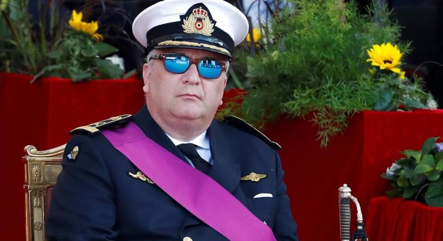 Belgiens prins Laurent kan se frem til bødestraf efter manglende tilladelse til at feste med kinesiske militærledere.