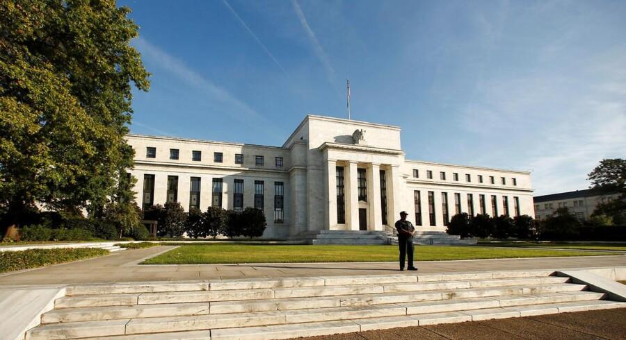 Den amerikanske centralbank, Federal Reserve, ændrede ganske som ventet ikke ved sin ledende rente på det møde i banken, der blev afsluttet onsdag aften.