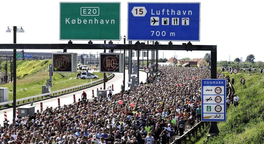 Der er så meget trængsel på vejene, at det ikke er muligt at lukke ned for de faste forbindelser mellem landsdelene for eksempelvis at holde løb på Storebæltsbroen, mener bilejernes interesseorganisation, FDM.