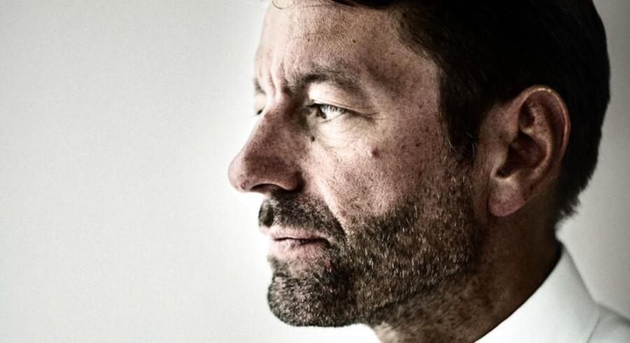 Adidas har hævet forventningerne til både omsætning og driftsoverskud i 2016. Dermed er overlæggeren hævet for den nyansatte danske topchef, Kasper Rørsted, der tiltræder til efteråret.