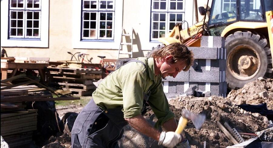 ARKIVFOTO 2002 af polsk håndværker foran hus i Hørsholm- - SE RITZAU Gentofte og Hellerup vælter sig i ulovlige østfirmaer (Foto: ANNETT BRUHN/Scanpix 2013)