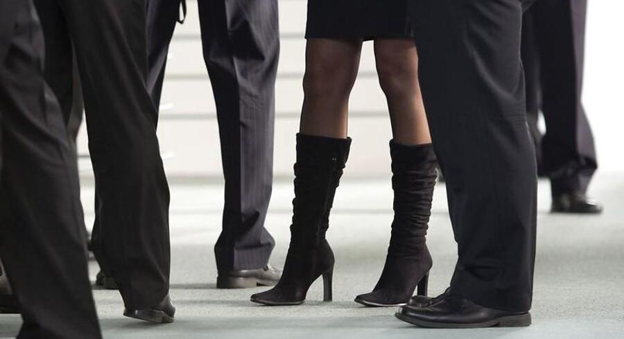 Ifølge tal som fire store selskaber i Storbrtiannien har offentliggjort, tjener kvinder væsentligt mindre end deres mandlige kollegaer.