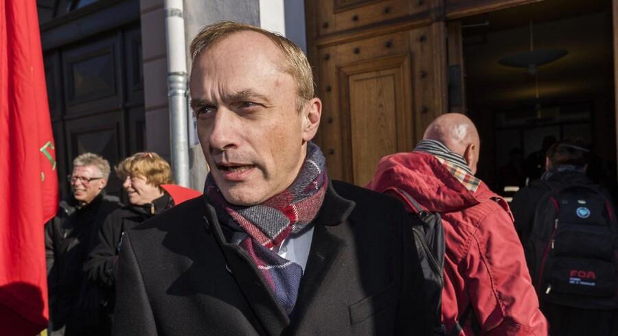 Michael Ziegler ankommer til forligsinstitutionen på Sankt Annæ Plads 5 i København lørdag den mandag den 2. april 2018. Overenstkomst-forhandlingerne fortsætter på det kommunale område efter forligskvinden har udsat konflikten i to uger. (foto: Martin Sylvest/Scanpix Ritzau 2018)
