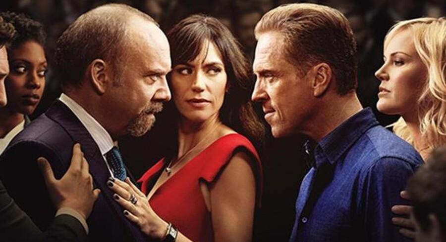 Paul Giamatti, Damian Lewis, Malin Åkerman Maggie Siff i HBO-serien »Billions«. Foto: PR.