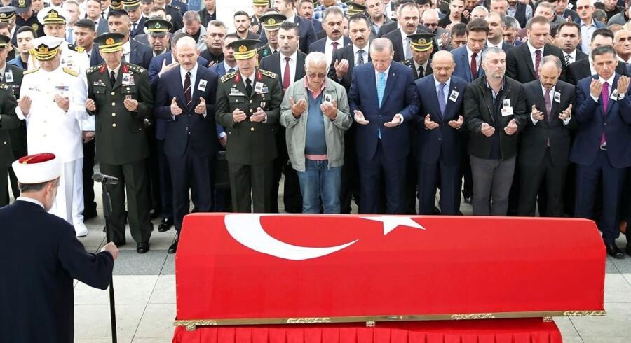 Militante kurdere i det sydøstlige Tyrkiet har dræbt to medlemmer af det regerende AK-parti i weekenden, oplyser tyrkiske myndigheder. / AFP PHOTO / ADEM ALTAN
