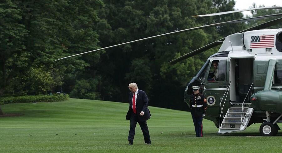 Præsident Donald Trump udsendte et tweet klokken 5.26 om morgenen den 12. maj, som satte en bevægelse af hændelser i gang, og nu har ført til, at han efterforskes for forsøg på at forhindre efterforskning af en mulig forbrydelse. Alex Wong/Getty Images/AFP