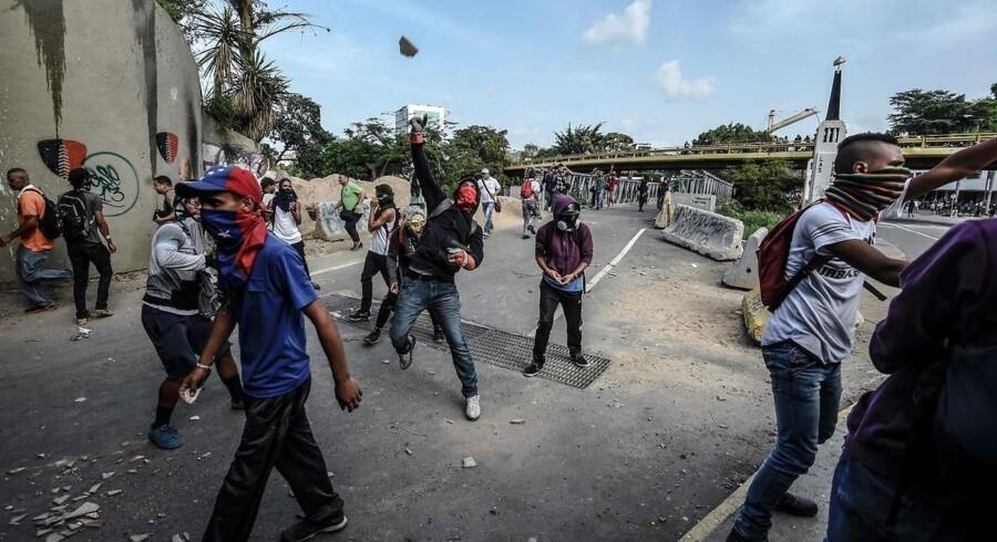 Mange mennesker har mistet livet i protester mod landets regering og Maduro.