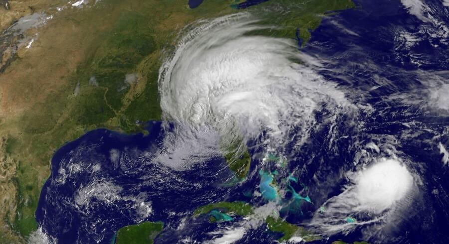 Orkanen Irma har kostet mindst ti mennesker livet på Cuba, oplyser landets regering.