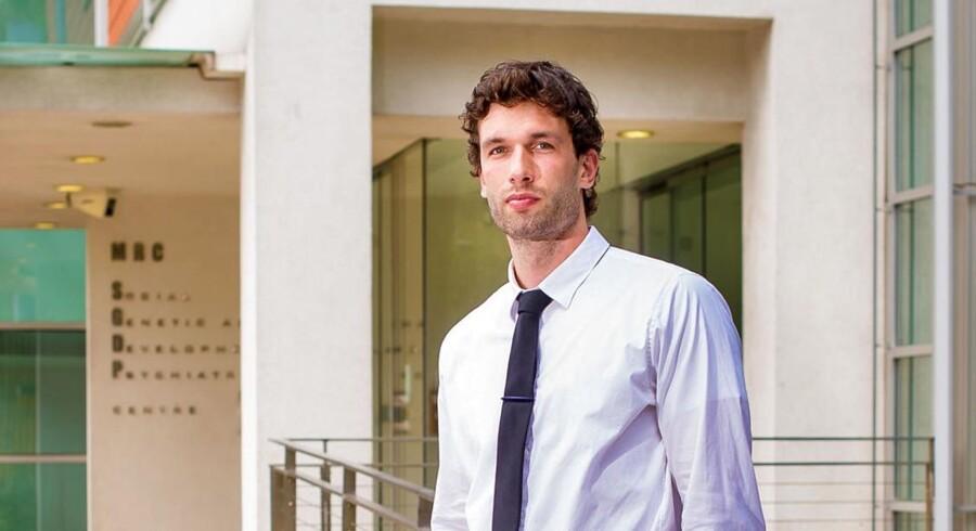 Den 27-årige iværksætter Oliver Andersen har læst sin kandidat i psykologi på Kings College London og har efterfølgende arbejdet hos et internationalt konsulentbureau, hvor han specialiserede sig i fintech og integration af blockchain.