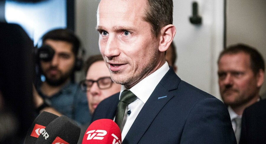 Arkivfoto: Finansminister Kristian Jensen vil ikke blot se stiltiende på, at likviditeten i en række kommuner fortsætter med at vokse.
