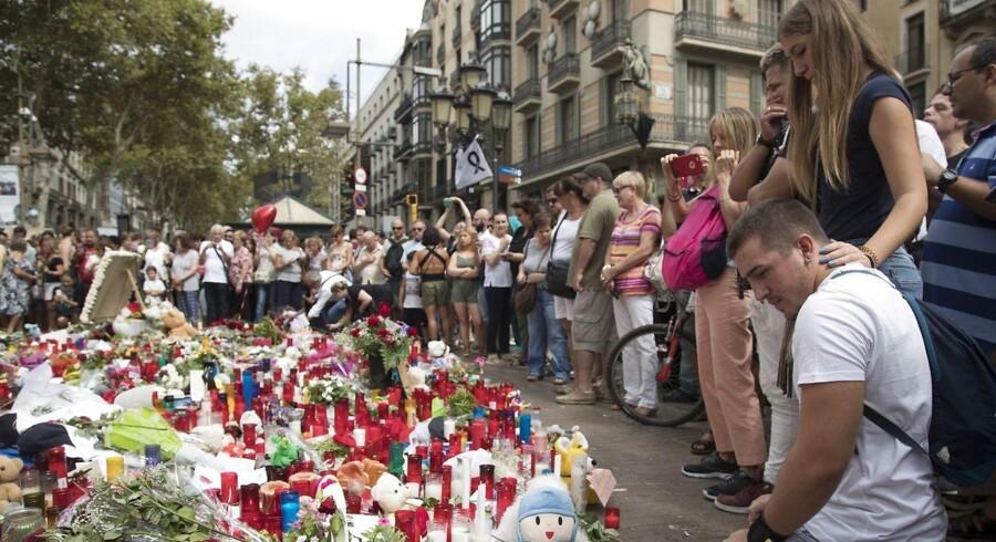 En syvårig australsk-britisk dreng, der har været forsvundet siden det blodige angreb i Barcelona torsdag eftermiddag, blev dræbt i angrebet, skriver AFP. EPA/MARTA PEREZ