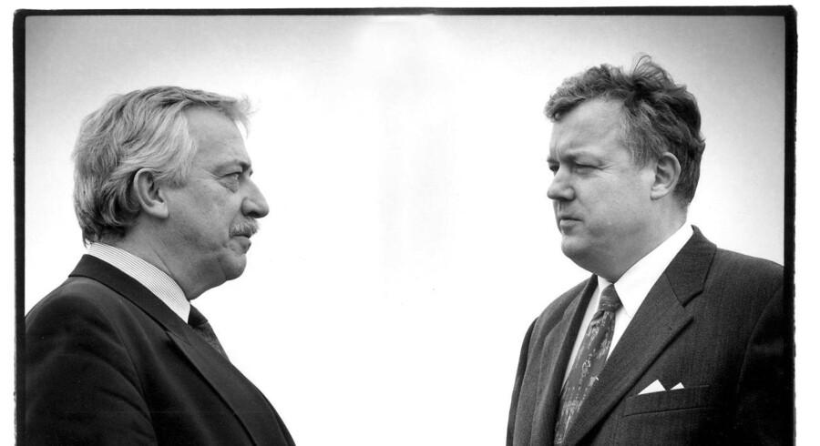 Uffe Ellemann-Jensen og Hans Engell på taget af Det Berlingske Hus - første møde efter bruddet om finansloven for 1996. Både vejret og stemningen var isnende, beskriver Hans Engell i selvbiografien »Farvel til Slotsholmen«.