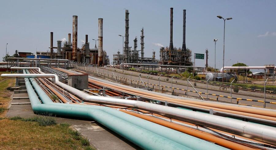 Arkivfoto. Olieprisen fortsætter ned mandag morgen efter et samlet prisfald på over 9 pct. i sidste uge målt på den amerikanske referenceolie, WTI.