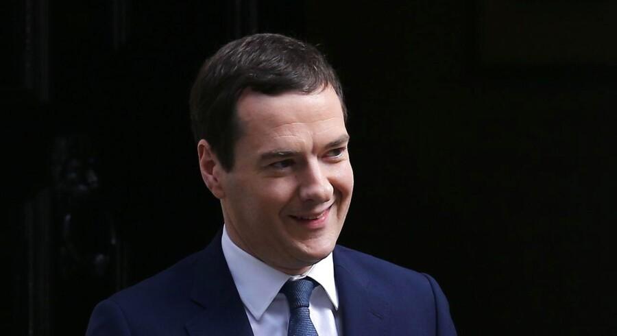 Godt lønnede bijob til George Osborne fik politiske kolleger til at løfte øjenbrynene. Nu vil han være redaktør for en avis samtidig med, at han fortsætter som politiker, og mange spekulerer på, om der ligger en større plan bag. Foto: AFP