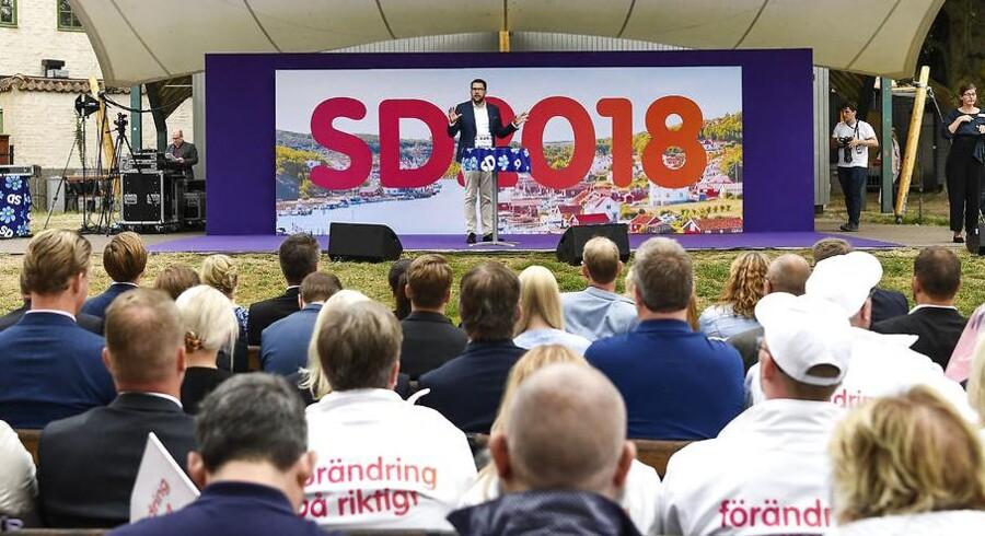 Sverigedemokraternas partileder Jimmie Åkesson kom sidst på i Almedalen - lige efter Sveriges VM-nederlag - men det gik hverken ham eller tilhængeren på. Foto: Henrik Montgomery / TT
