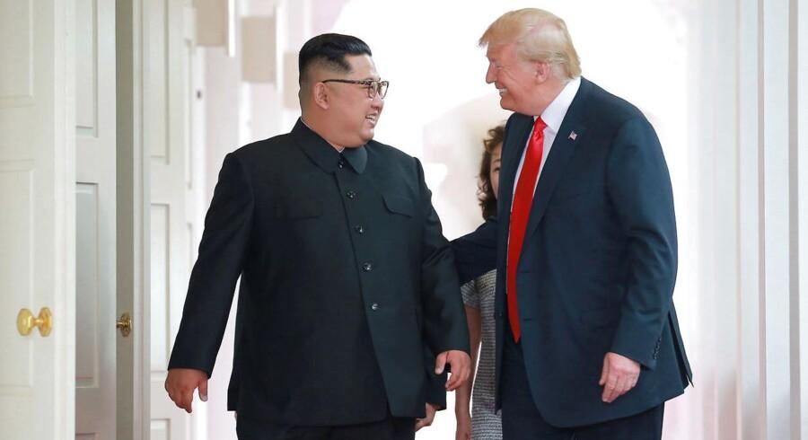 Et øjebliksbillede fra gårsdagens historiske møde på Capella Hotel på Sentosa Island i Singapore mellem Trump og Kim Jong-un.
