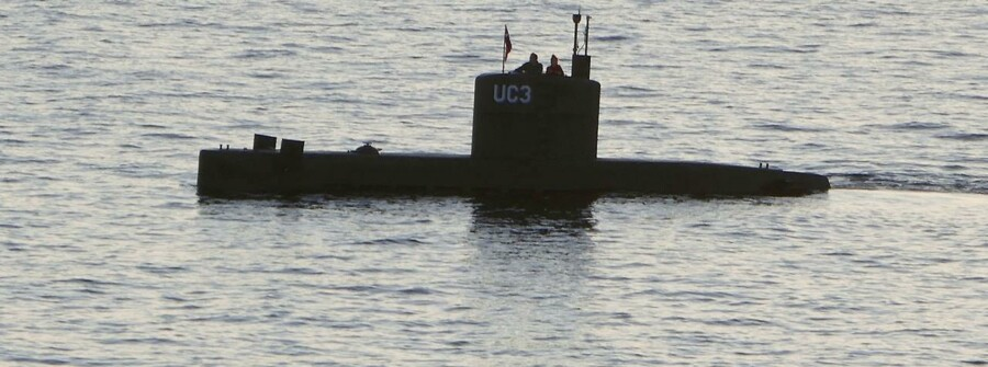 "The home-made submarine ""UC3 Nautilus"", built by Danish inventor Peter Madsen, who is charged with killing Swedish journalist Kim Wall in his submarine, sails in the harbour of Copenhagen, Denmark, August 10, 2017. Picture taken August 10, 2017. REUTERS/Peter Thompson. (Foto: STRINGER/Scanpix 2017)"