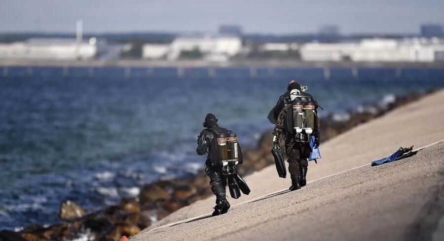 Siden fundet af Kim Walls torso har Forsvarets dykkere assisteret politiet i eftersøgningen efter den svenske journalists øvrige ligdele.