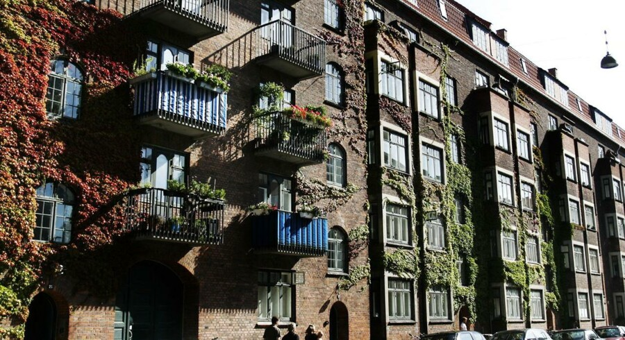 Siden 1975 er cirka 160.000 lejeboliger omfattet af den såkaldte omkostningsbestemte husleje, der holder huslejen nede, blevet omdannet til andelsboliger i de store byer og især i København.
