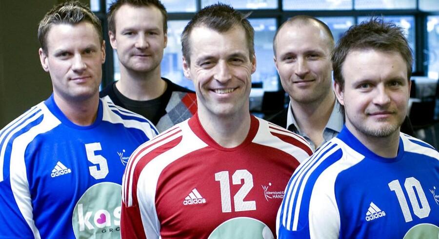 BT kan i dag bringe en mail, der viser, at Skat forsøgte at presse Jesper »Kasi« Nielsen til at indgå en skatteaftale. Ellers ville Skat gå efter spillerne på hans daværende hold AG Håndbold. Fra venstre er det Joans Jensen, træner Søren Herskind, Peter Nørklit, træner Klavs Bruun Jørgensen og Jesper Monrad, der alle var på holdet i 2008.
