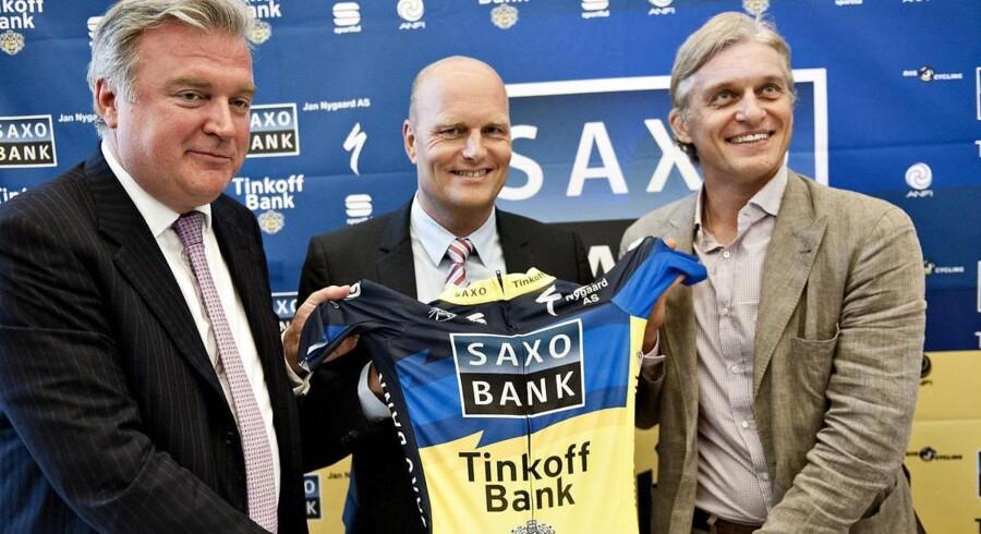 Oleg Tinkoff (th.) ved præsentationen af sponsorat af Bjarne Riis' cykelhold sammen med Lars Seier (tv) i juli 2012. Arkivfoto.